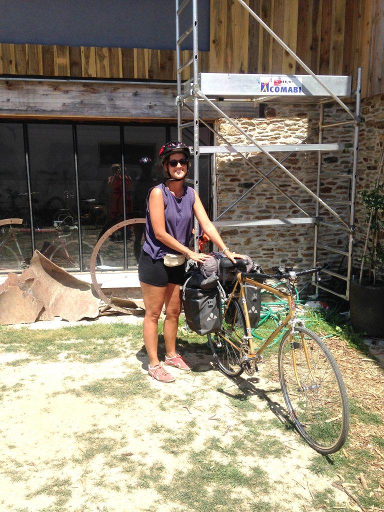 visite de Julia pour une réparation chez bicyclock saint michel chef chef