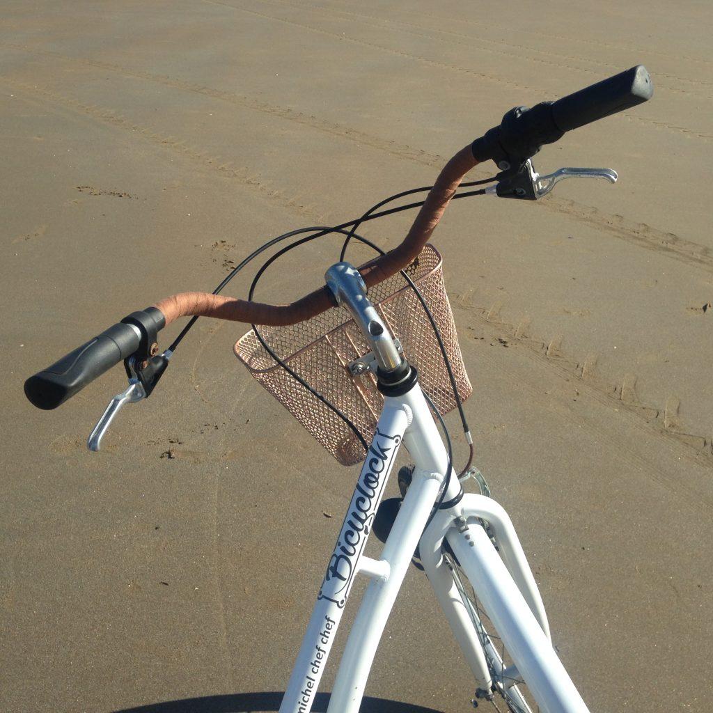 joli vélo adulte avec panier à louer chez bicyclock à saint michel chef chef